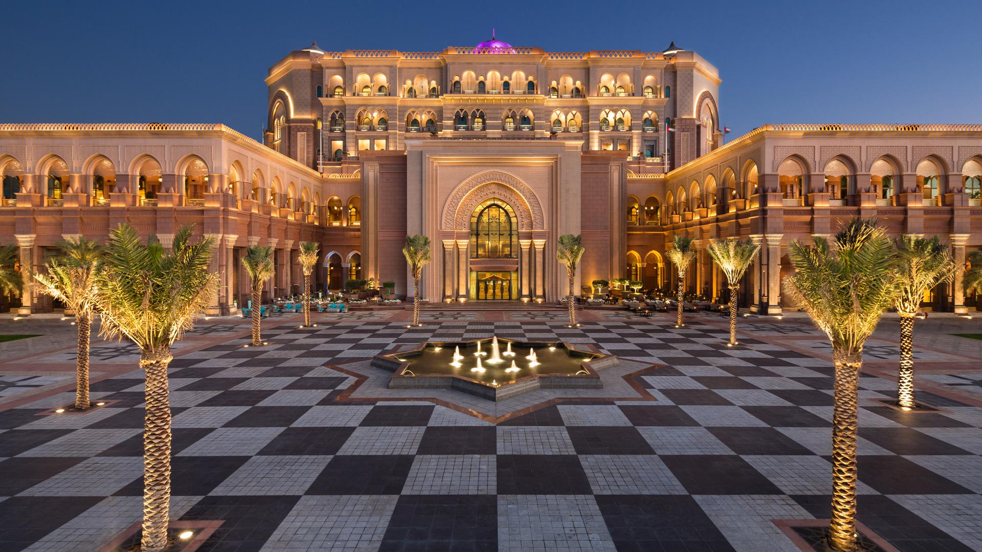 Emirates Palace Abu Dhabi - must see places in Abu Dhabi